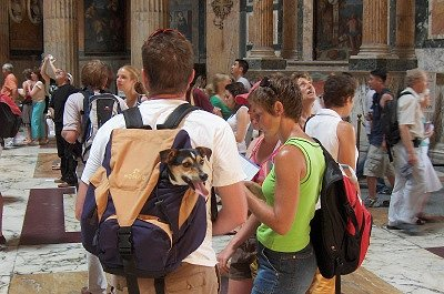 Toeristen in het Pantheon (Rome); Tourists in the Pantheon