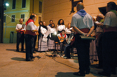 Koor in Isolabona (IM, Ligurië, Italië); Choir in Isolabona (IM, Liguria, Italy)