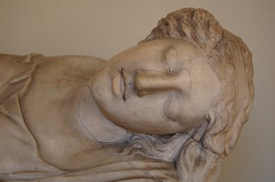 Slapende muse (?), Vaticaans Museum, Rome.; Sleeping muse (?), Vatican Museums, Rome