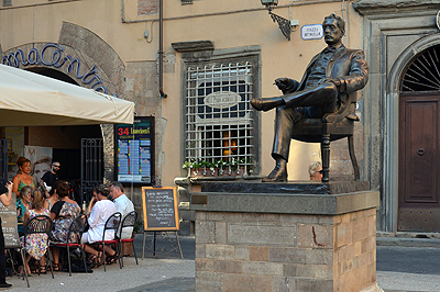 Monument voor Giacomo Puccini, Lucca, Italië; Monument to Giacomo Puccini, Lucca, Italy