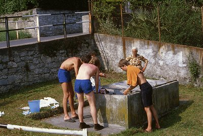 Wasles ( Lombardije, Italië); Washing lessons (Lombardy, Italy).