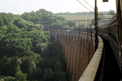 Spoorbrug in Toscane, Italië; Railway viaduct in Tuscany, Italy