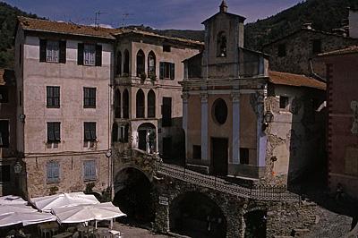 Apricale (IM, Ligurië, Italië); Apricale (IM, Liguria, Italy)