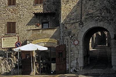 Porta Romana in Fumone (Lazio, Italië); Porta Romana in Fumone (Lazio, Italy)