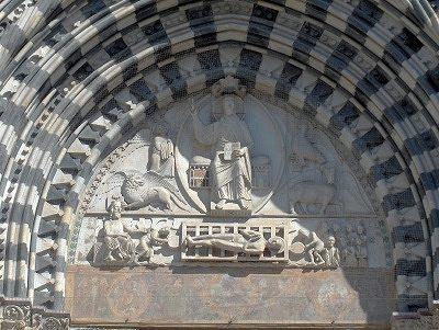 Timpaan van de Dom van Genua; Majestas Domini and Martyrdom of saint Lawrence