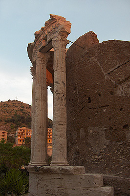 Tempel van Vesta in Tivoli (RM, Lazio, Italië); Temple of Vesta, Tivoli (RM, Lzio, Italy)