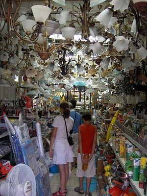 Ijzerwarenwinkel in Agnone (Molise, Italië); Ironmongers