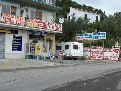 Mercatone al Risparmio (Abruzzen, Italië); Mercatoneal al Risparmio (Abruzzo, Italy)