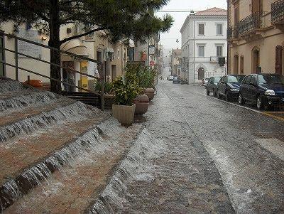 Wolkbreuk in villa Santa Maria (Abruzzen, Italië); Cloud-burst in Villa Santa Maria (Abruzzo, Italy)