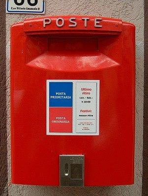 Brievenbus (Abruzzen, Italië); Mail box (Abruzzo, Italy)