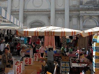 Markt (Bassano del Grappa, Italië); Market (Bassano del Grappa, Italy)