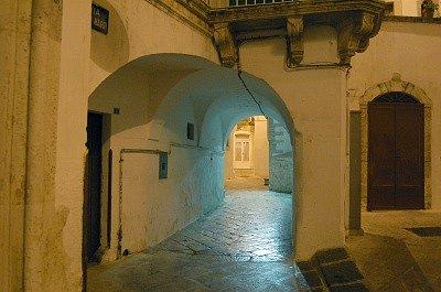Steegje (Martina Franca, Apulië, Italië); Alley (Martina Franca, Apulia, Italy)