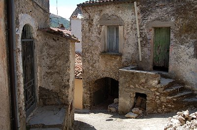 Straatje in Vairano Patenora, Campanië, Italië; Street in Vairano Patenora, Campania, Italy