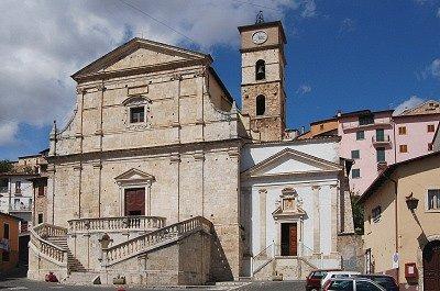Kerk in Scurcola Marsicana (Abruzzen, Italië); Church in Scurcola Marsicana (Abruzzo, Italy)
