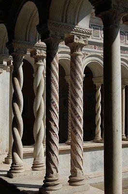 Kruisgang van Lateranen (Rome, Italië); Lateran cloister (Rome, Italy)