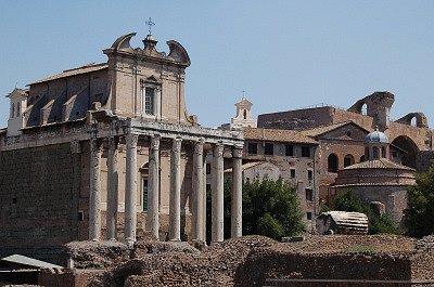 Tempel van Antoninus en Faustina (Rome); Temple of Antoninus and Faustina (Rome)