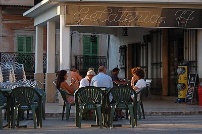 Piazza Mercato, Capestrano (AQ, Abruzzen, Italië); Piazza Mercato, Capestrano (AQ, Abruzzo, Italy)