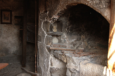 Oude smederij in Corvara (Abruzzen, Italië); Former blacksmith in Corvara (Abruzzo, Italy)