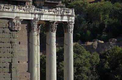 Tempel van Antoninus en Faustina (Lazio, Rome); Temple of Antoninus and Faustina (Latium, Rome)