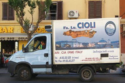 Vrachtwagen met Porchetta; Lorry carrying porchetta