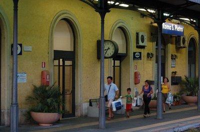 Station Rome San Pietro, Rome, Italië; Roma San Pietro railway station, Rome, Italy