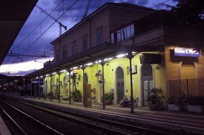 Station Rome Sint-Pieter (Italië); Roma San Pietro railway station (Rome, Italy).