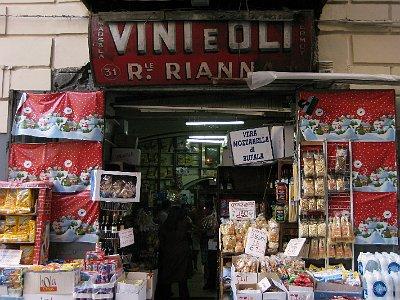 Winkeltje in Napels (Campanië); Shop in Naples (Campania, Italy)