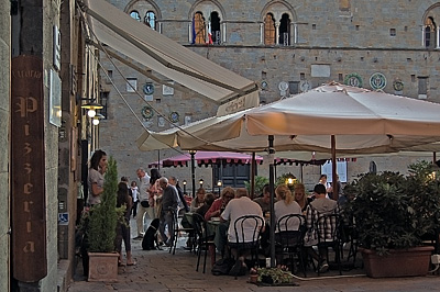 Piazza dei Priori, Volterra (PI, Toscane, Italië); Piazza dei Priori, Volterra (PI, Tuscany, Italy)