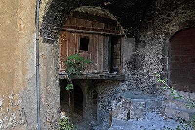 Fontecchio (AQ, Abruzzen, Italië); Fontecchio (AQ, Abruzzo, Italy)