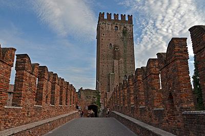 Ponte Scaligero en Castelvecchio, Verona; Ponte Scaligero and Castelvecchio, Verona, Italy