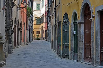 Via Garibaldi in Pontremoli (Toscane, Italië); Pontremoli (Tuscany, Italy)