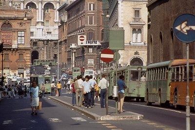 Bushalte in Rome; Bus-stop in Rome, Italy