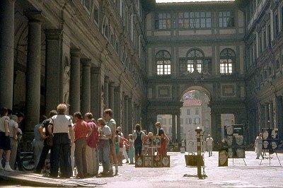 Piazzale degli Uffizi (Florence, Italië); Piazzale degli Uffizi (Florence, Italy)
