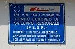 F.E.S.R.-bord (Alberobello, Apulië, Italië); F.E.S.R.-signal (Alberobello, Apulia, Italy)