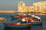 Vissersbootjes (Apulië, Italië); Small fishing boats (Apulia, Italy)