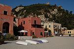 Het strand van Varigotti (Ligurië, Italië); The beach of Varigotti (Liguria, Italy)