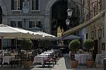 Piazza dei Signori, Verona, Italië; P.zo del Capitanio (L) and P.zo del Comune (R)