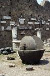 Olijfpers in Pompeii (Campanië, Italië); Olive press Pompeii (Pompeii, Campania, Italy)